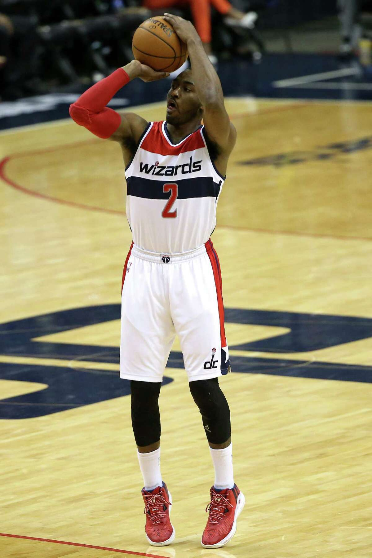 WASHINGTON, DC - MARCH 12: John Wall #2 of the Washington Wizards shoots in the third quarter against the Memphis Grizzlies at Verizon Center on March 12, 2015 in Washington, DC. NOTE TO USER: User expressly acknowledges and agrees that, by downloading and or using this photograph, User is consenting to the terms and conditions of the Getty Images License Agreement. (Photo by Patrick Smith/Getty Images) ORG XMIT: 508087295