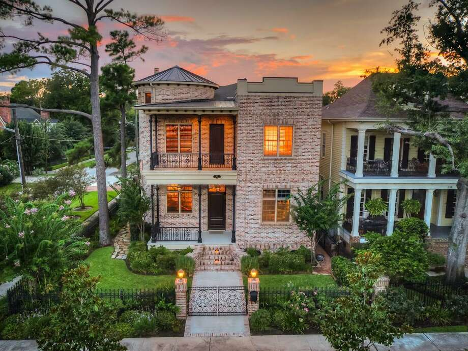 701 Columbia Street: $1,600,000 / 4.5 bedrooms / 4 full and 1 half bathrooms / 5,157 square feet Photo: Houston Association Of Realtors