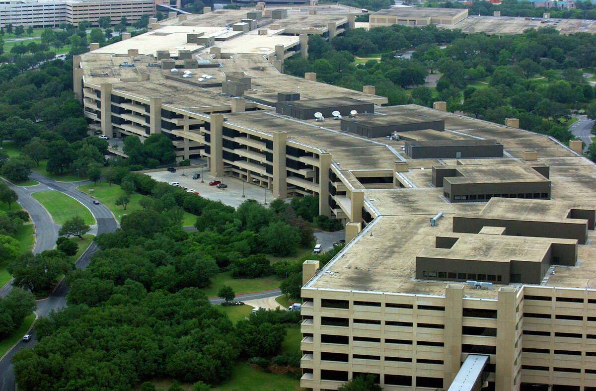 Pape-Dawson Engineers handled the redesign and expansion of USAA's headquarters in the mid-1980s. The aerial photo shows the campus in 2005.