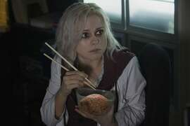 """iZombie -- """"Pilot"""" -- Image ZMB100E_0053 -- Pictured: Rose McIver as Liv - Photo: Cate Cameron/The CW -- © 2014 The CW Network, LLC. All rights reserved."""