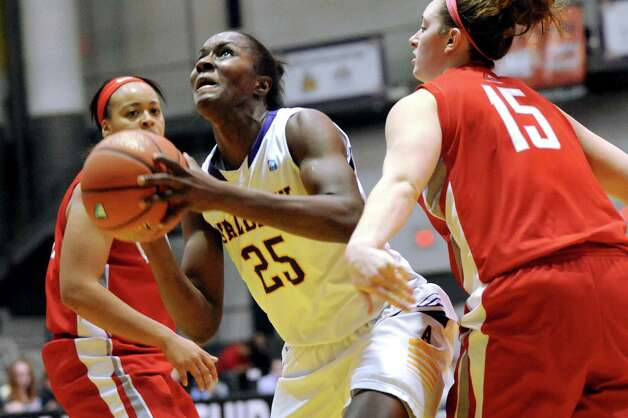 UAlbany's Shereesha Richards, center, looks to shoot as Hartford's Cherelle Moore, left and Darby Lee defend during their America East Championship game on Friday, March 13, 2015, at UAlbany in Albany, N.Y. (Cindy Schultz / Times Union) Photo: Cindy Schultz / 00030992A