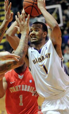 UAlbany's Ray Sanders looks for an open man during their America East Championship game against Stony Brook on Saturday, March 13, 2015, at UAlbany in Albany, N.Y. (Cindy Schultz / Times Union) Photo: Cindy Schultz / 00030954A