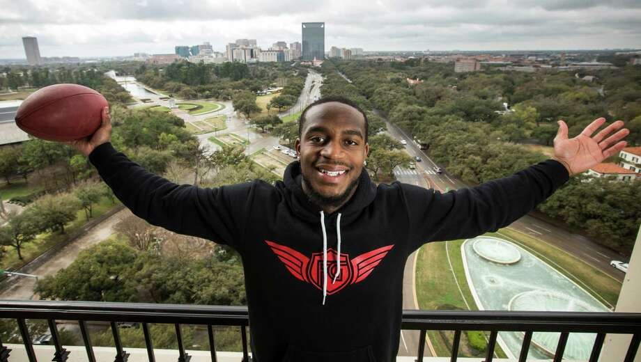 With a new four-year, $34 million contract, Kareem Jackson is on top of the world, ensuring No. 25 will stay a Texans fixture. Photo: Brett Coomer, Staff / © 2015 Houston Chronicle