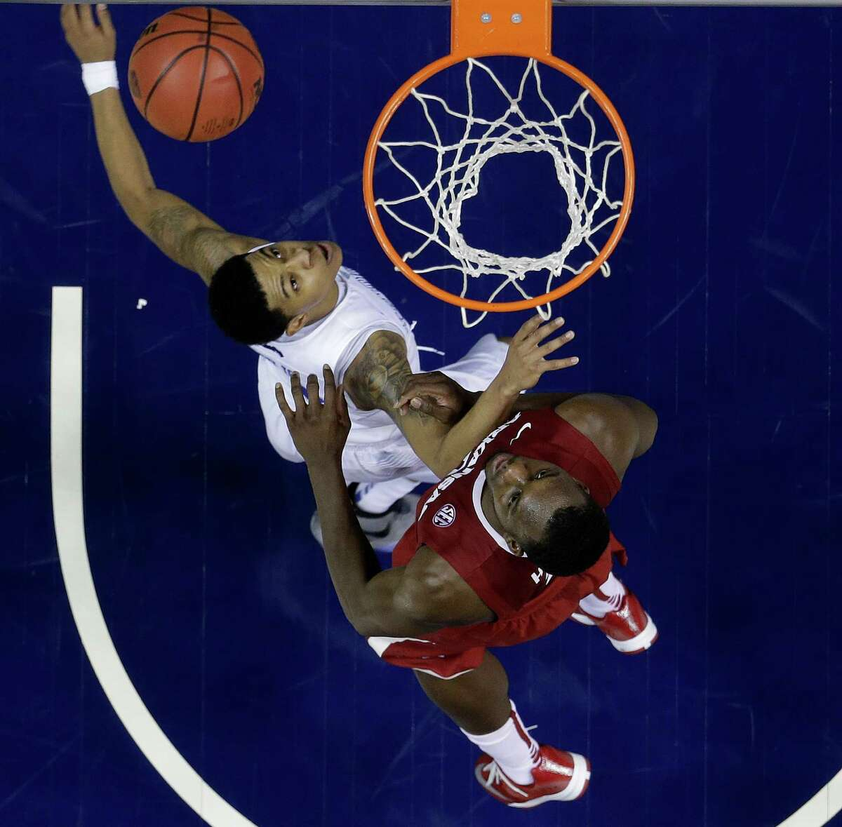 Kentucky guard Devin Booker (1) and Arkansas forward Alandise Harris (2) wait for a rebound during the second half of the NCAA college basketball Southeastern Conference tournament championship game, Sunday, March 15, 2015, in Nashville, Tenn. Kentucky won 78-63. (AP Photo/Mark Humphrey) ORG XMIT: TNMS164