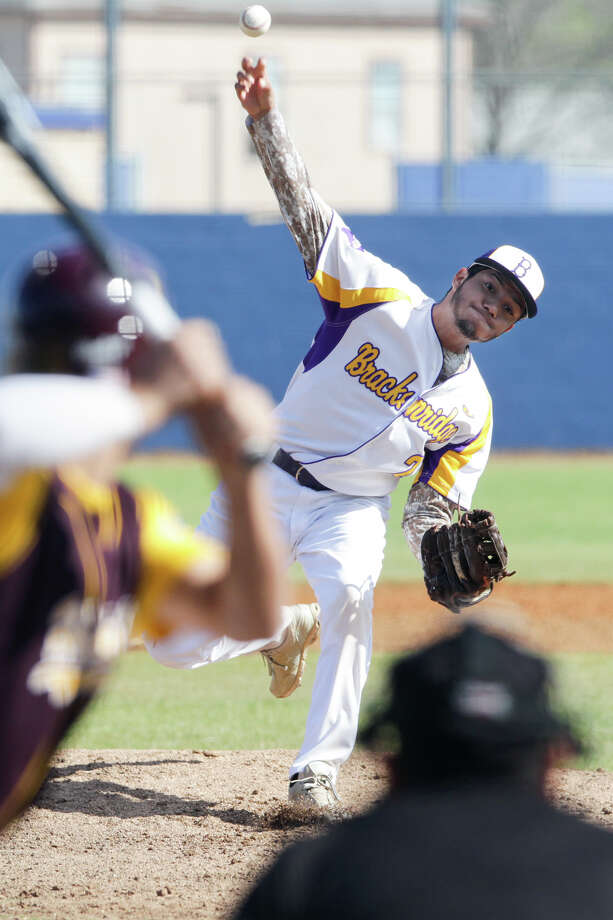 Brackenridge's Robert Rangel throws to the plate during the first inning of their game with Harlandale at the SAISD Sports Complex on Tuesday, March 10, 2015. Harlandale beat the Eagles 10-1 in five innings.  MARVIN PFEIFFER/ mpfeiffer@express-news.net Photo: Marvin Pfeiffer, Staff / San Antonio Express-News / Express-News 2015