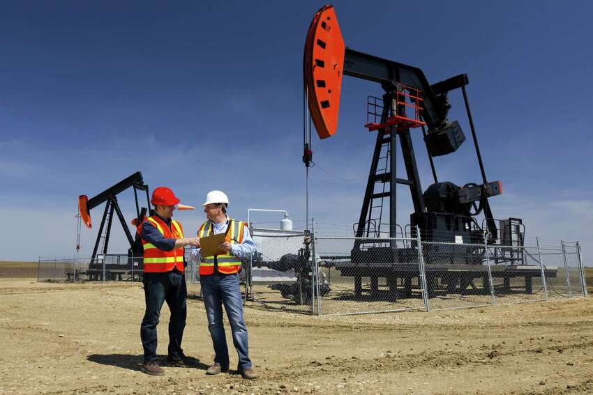 Texas: petroleum engineers Texas employs the most petroleum engineers in the country ⇁ 7 times more than the national average would estimate. The vast majority of the 20,000 engineers are based in the Houston area.