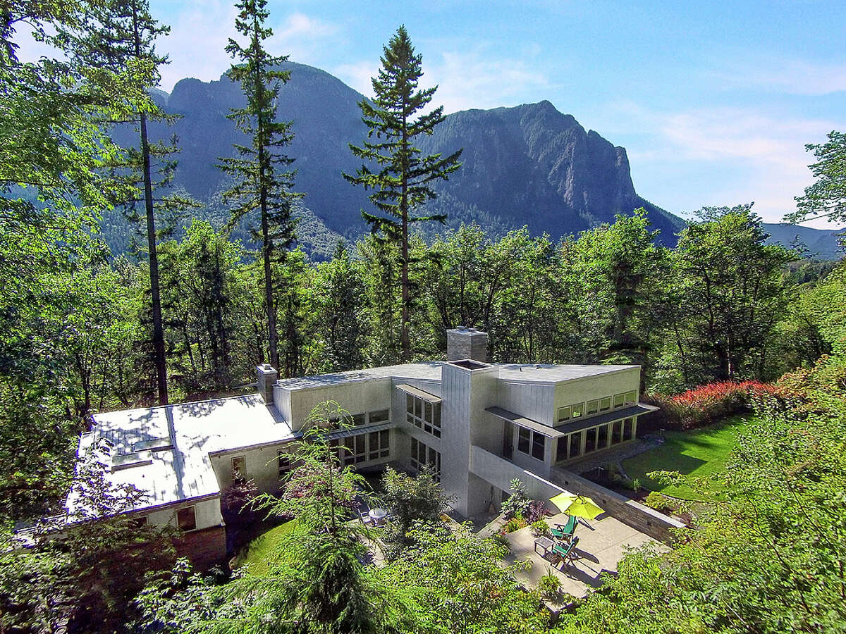 This ultra-modern house at 7171 N. Fork Road S.E., Snoqualmie, is for sale for $1.998M. It has three bedrooms, 3,900 square feet and mountain views. For the full listing, go here.