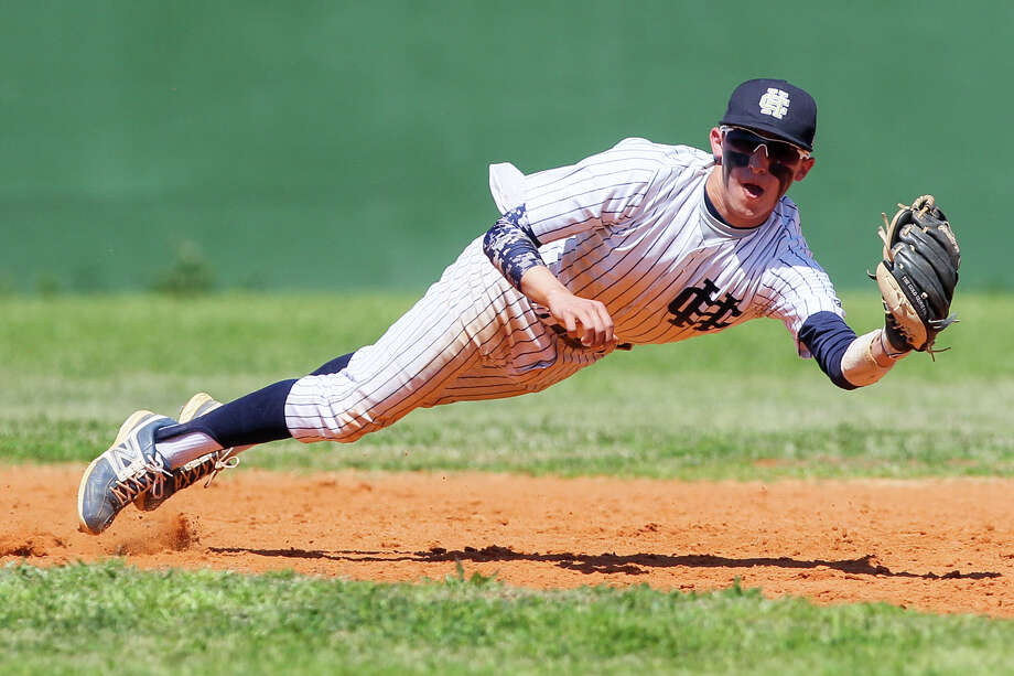 Chris Rodriguez hopes to trade his Holy Cross baseball uniform for one from St. Mary's University. Photo: Marvin Pfeiffer /San Antonio Express-News / Express-News 2015