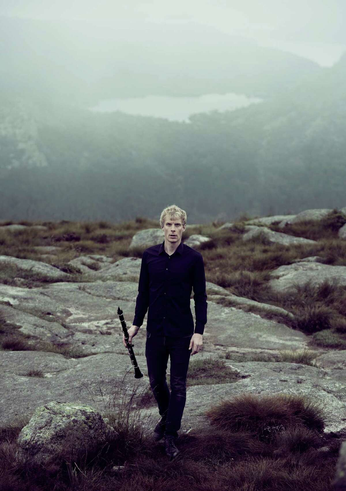 """Clarinetist Martin Fröst gave a transfixing performance of """"Peacock Tales,"""" Anders Hillborg's clarinet concerto from 1997-98, with the St. Paul Chamber Orchestra in Berkeley."""