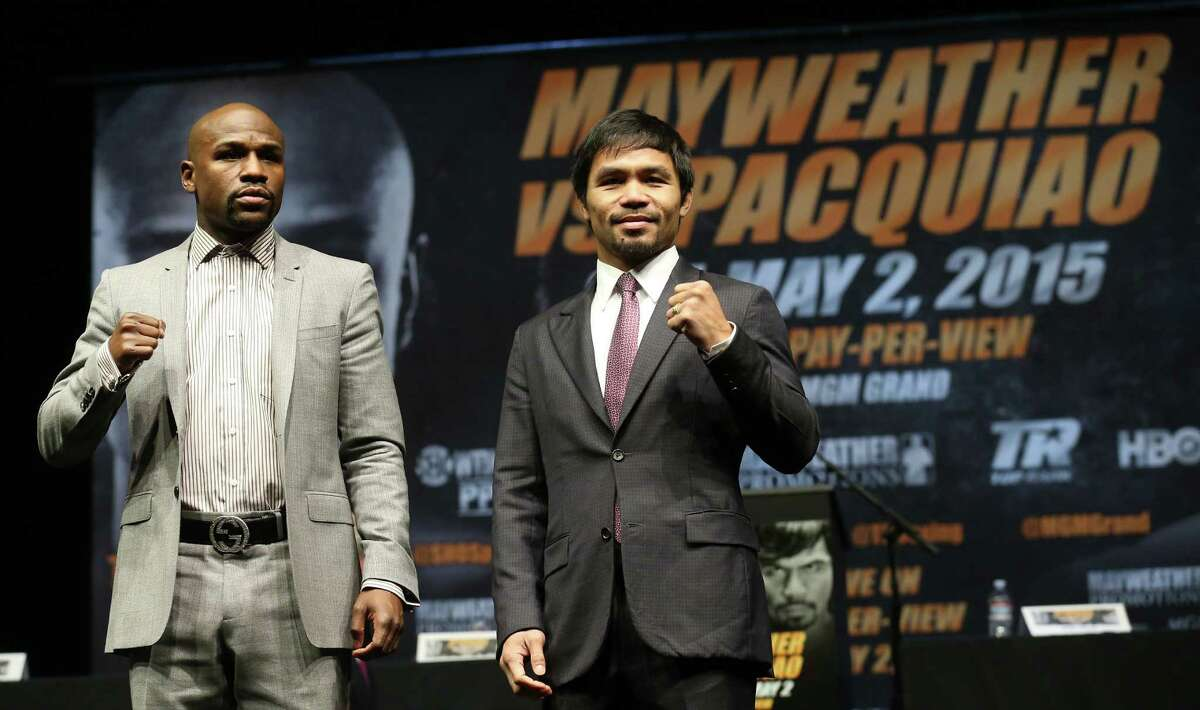 LOS ANGELES, CA - MARCH 11: Floyd Mayweather (L) and Manny Pacquiao pose together at the end of their Press Conference promoting their upcoming fight on March 11, 2015 in Los Angeles, California. (Photo by Stephen Dunn/Getty Images) ORG XMIT: 540844021