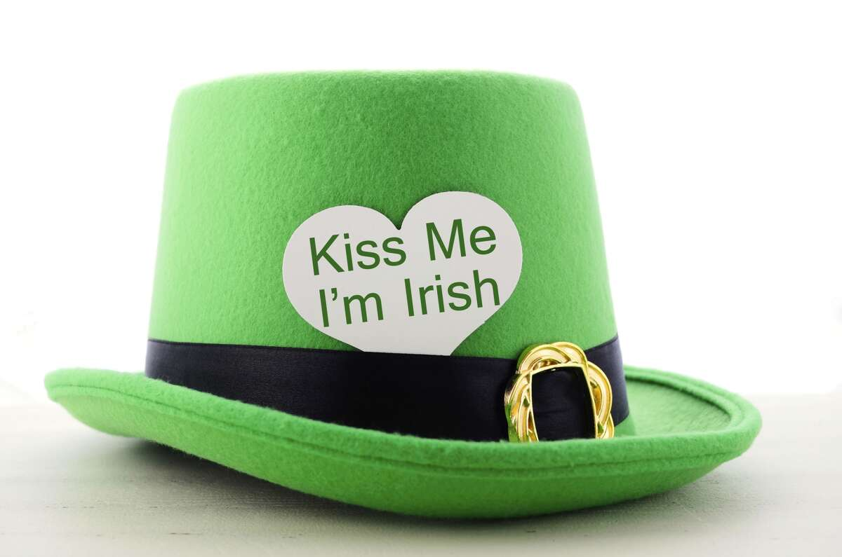 Many Irish Today about 33 million Americans identify wholly or in part as Irish Americans. (The population of Ireland itself is 6.4 million.) By far the largest number of Irish came to the U.S. between 1840 and 1860 as a consequent of a mass starvation -- the worst in Europe in the whole 19th century -- only dimly noted by the non-Irish.