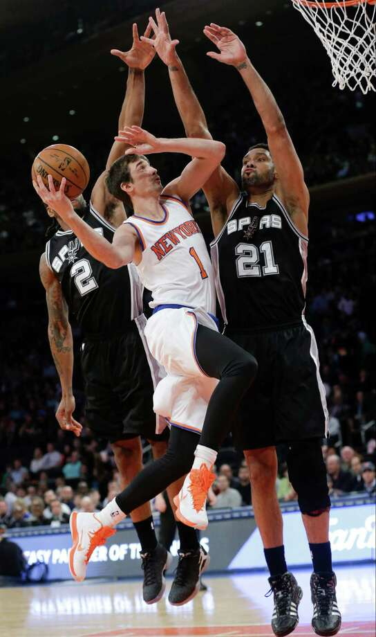 New York Knicks' Alexey Shved (1) drives past San Antonio Spurs' Kawhi Leonard (2) and Tim Duncan (21) during the first half of an NBA basketball game Tuesday, March 17, 2015, in New York.  (AP Photo/Frank Franklin II) ORG XMIT: MSG106 Photo: Frank Franklin II / AP