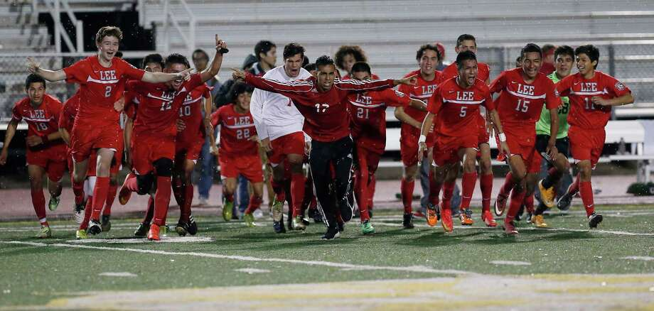 The Lee High School boys soccer team reacts after their tie game at nil against Reagan to become district champions and are headed to the playoffs. Photo: Kin Man Hui /San Antonio Express-News / ©2015 San Antonio Express-News