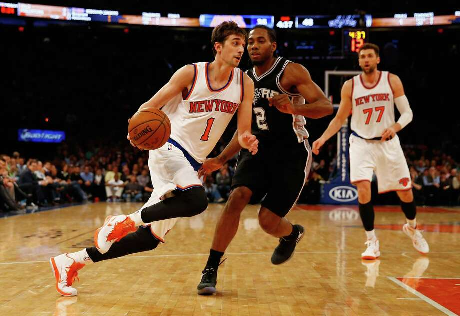 Alexey Shved of the New York Knicks dribbles against Kawhi Leonard of the San Antonio Spurs during their game at Madison Square Garden on March 17, 2015 in New York City. Photo: Al Bello /Getty Images / 2015 Getty Images