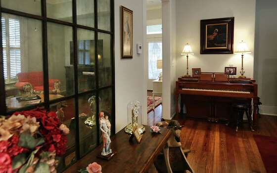 Spaces Accommodating Cottage San Antonio Express News