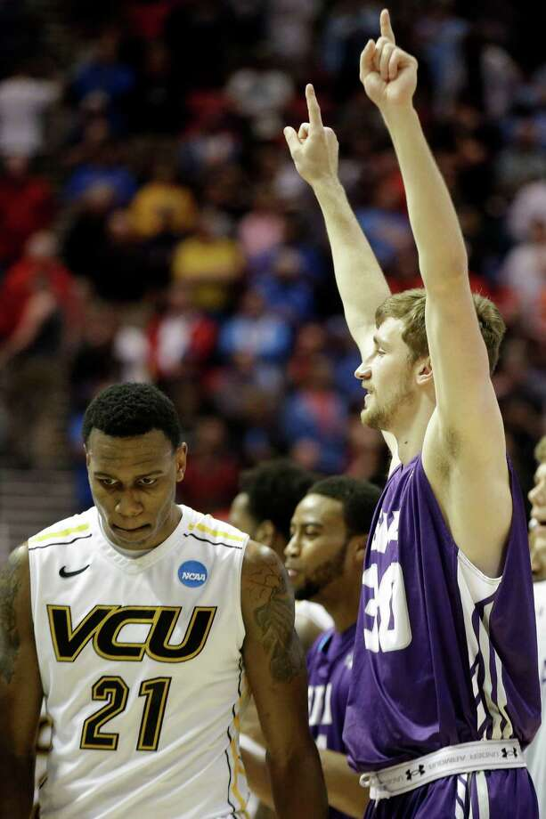 Tanner Clayton, right, and SFA return for another crack at a No. 5 seed after taking down VCU last year. Photo: Denis Poroy, FRE / FR59680 AP