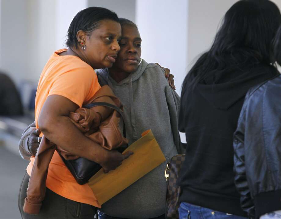 Relatives of Anthony Sims hug in the hallway after Sims, a suspect in the shooting death of an Oakland mother, made a brief court appearance. Photo: Paul Chinn, The Chronicle