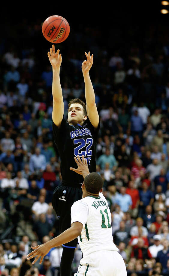 Georgia State's R.J. Hunter lets fly the game-winning three-pointer over Baylor's Lester Medford. Photo: Kevin C. Cox / Getty Images / 2015 Getty Images
