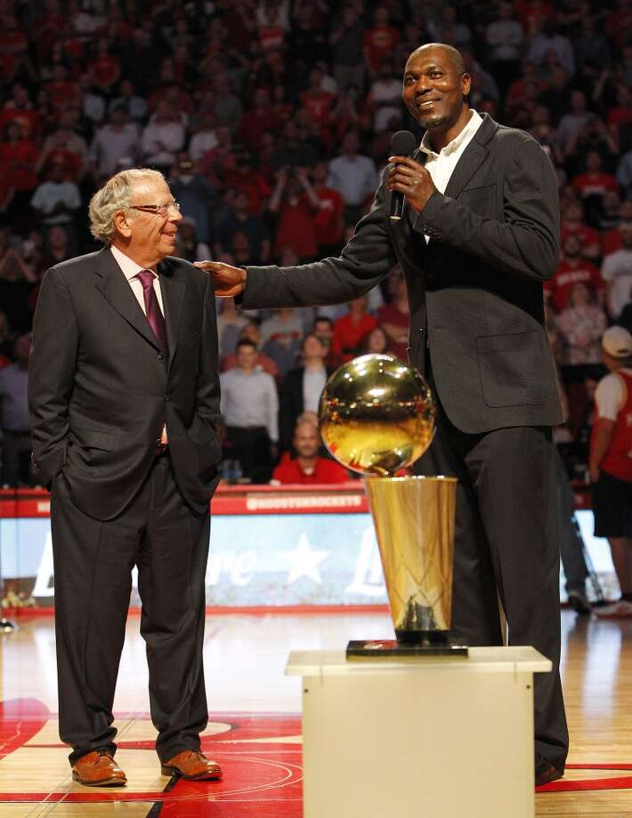 Hakeem Olajuwon speaks with Leslie Alexander during the 20th Anniversary of the 1995 Houston Rockets championship during a halftime ceremony of an NBA game at Toyota Center, Thursday, March 19, 2015, in Houston. ( Karen Warren / Houston Chronicle  ) Photo: Karen Warren, Houston Chronicle