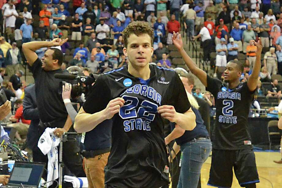 Georgia State's R.J. Hunter (22) celebrates after hitting the game-winning 3-pointer against Baylor, as his father, Panthers coach Ron Hunter (back left with towel) and teammate Ryann Green (2) relish the moment. Photo: Rick Wilson, FRE / FR170516 AP