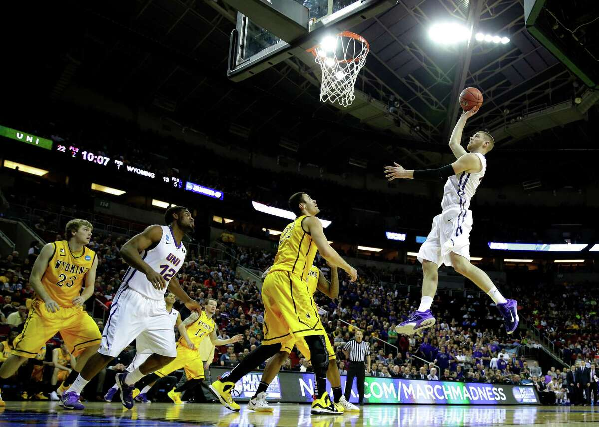#5 Northern Iowa 71, #12 Wyoming 54KeyArena, Seattle Top performer: Seth Tuttle (Northern Iowa) - 14 points, 9 rebounds, 3 assists, 3 steals Northern Iowa cruised to a relatively comfortable win, only in doubt during a 14-0 run by Wyoming in the second half. But the Panthers didn't panic and held off the momentum swing in basketball-starved Seattle, where most fans got squarely behind the underdog Cowboys.
