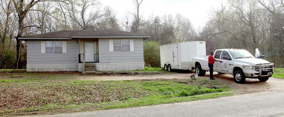 Claiborne County officials prepare to leave a home in Port Gibson, Miss., where authorities were investigating the hanging death of a black man in the neighboring woods, Thursday, March 19, 2015. The man has not been identified. (AP Photo/The Vicksburg Evening Post, Josh Edwards) Photo: Josh Edwards, MBR / The Vicksburg Post