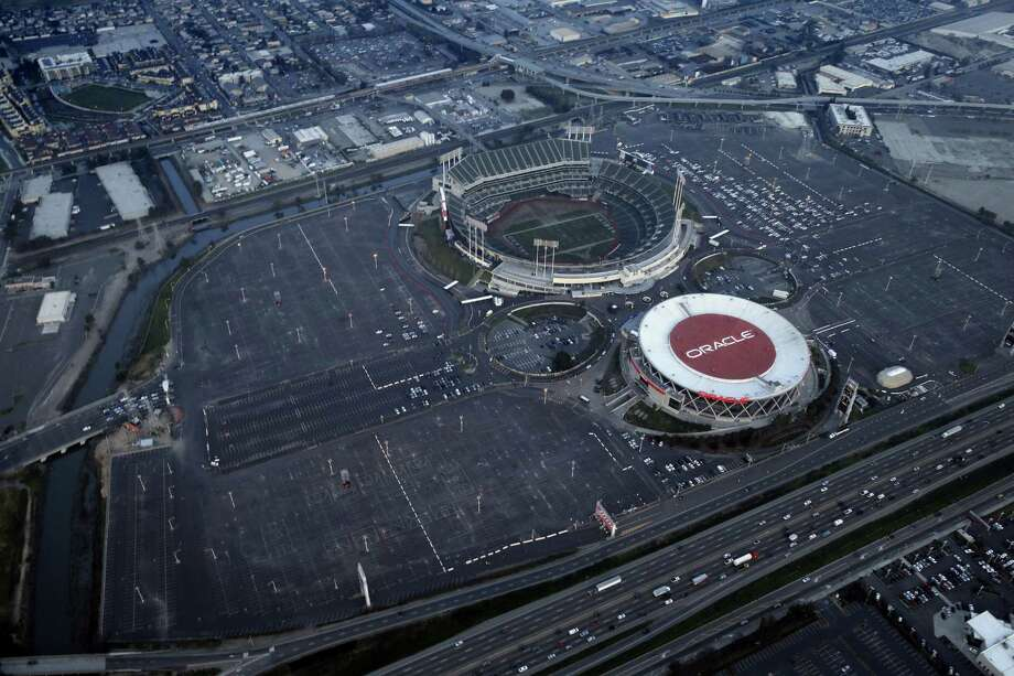 Aerial view of the O.co Coliseum/Oracle Arena complex in Oakland, Calif., on Wednesday, January 14, 2015. Photo: Carlos Avila Gonzalez / The Chronicle / ONLINE_YES