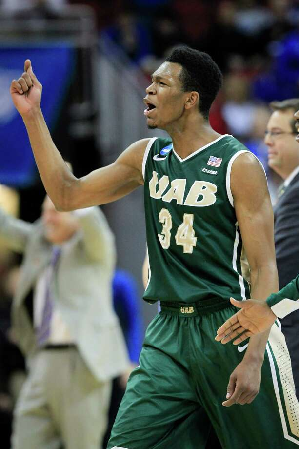 UAB forward William Lee was fired up after the Blazers upset third-seeded Iowa State in their tourney opener. Photo: David Stephenson, FRE / FR171246 AP