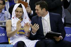 Warriors youngest coach Luke Walton with big responsibility - Photo