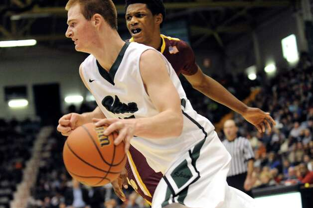 Shen's Brandon Fischer, left, drives to the hoop as Mount Vernon's Marlon Taylor defends during their Class AA State boys basketball semifinal on Saturday, March 21, 2015, at Glens Falls Civic Center in Glens Falls, N.Y. (Cindy Schultz / Times Union) Photo: Cindy Schultz / 10031109A