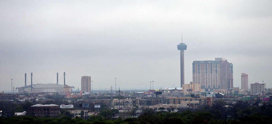 A task force of leaders in the local tourism and hospitality industry are studying whether to privatize the city's Convention & Visitors Bureau department. Photo: Edward A. Ornelas /San Antonio Express-News / © 2015 San Antonio Express-News