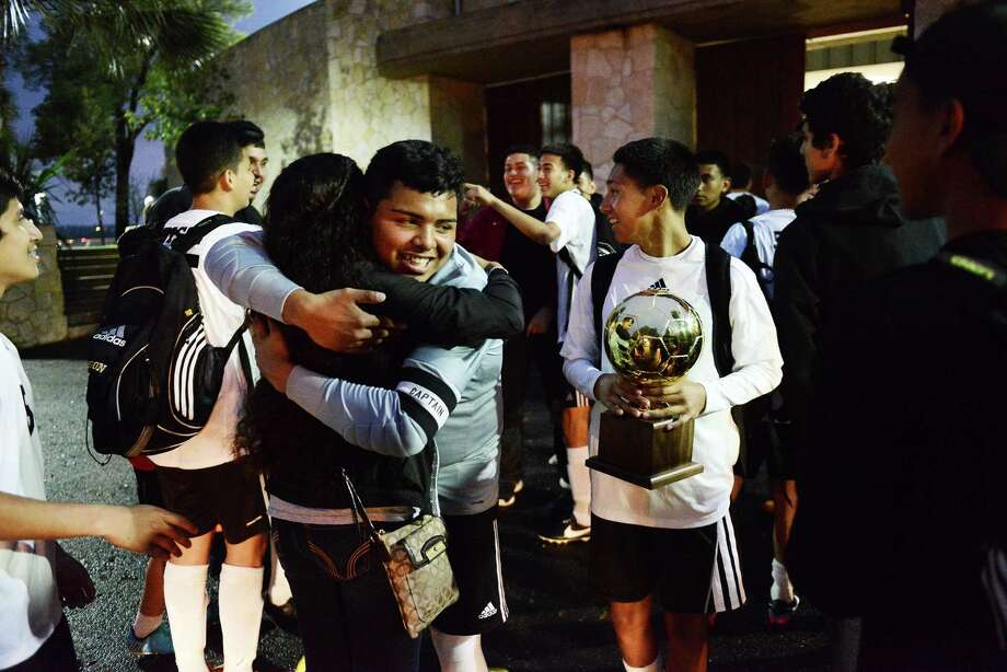 Edison High School's varsity soccer team is greeted by fans as they exit Alamo Stadium after defeating Jefferson High School to win the District 28-5A championship in San Antonio, Tx. on Saturday, March 21, 2015.  Edison won the match 3 - 0. Photo: Matthew Busch, For The San Antonio Express-News / For The San Antonio Express-News / © Matthew Busch
