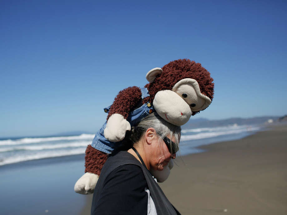"""Carmella Camille and Cami visit Ocean Beach. Camille says, """"I like look ing crazy in San Fran cisco. It keeps me from going insane."""" Photo: Mike Kepka / The Chronicle / ONLINE_YES"""
