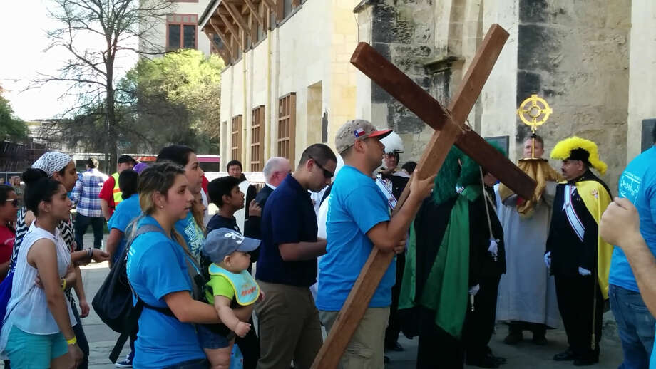 More than 250 marched downtown for Jesus. Photo: By Jacob Beltran, San Antonio Express-News