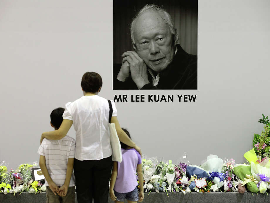 At a community club in Singapore, a family pays tribute to former Prime Minister Lee Kuan Yew, who died early Monday. Photo: Suhaimi Abdullah / Getty Images / 2015 Getty Images