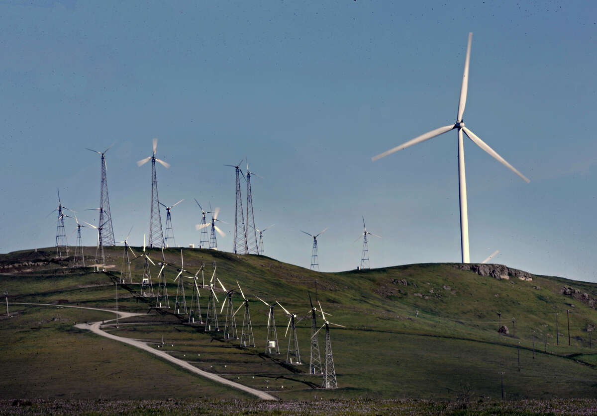 Older-style wind turbines sit below the newer, bird-friendlier design off Dyer Road near Livermore. Altamont Winds Inc. is asking officials to let it delay replacing the turbines that are causing bird carnage.