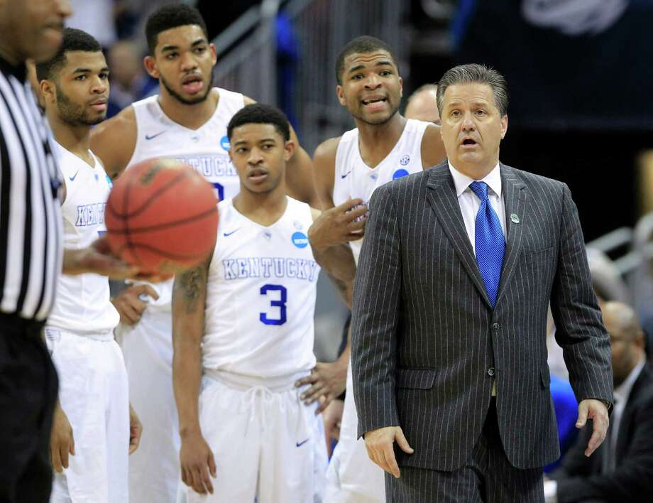 Kentucky guard Aaron Harrison, second from right, and head coach John Calipari listen to the official's explanation of a technical foul called on Harrison during the second half of an NCAA tournament college basketball game against Cincinnati in Louisville, Ky., Saturday, March 21, 2015. Kentucky won the game 64-51. (AP Photo/David Stephenson) ORG XMIT: LOU168 Photo: David Stephenson / FR171246 AP