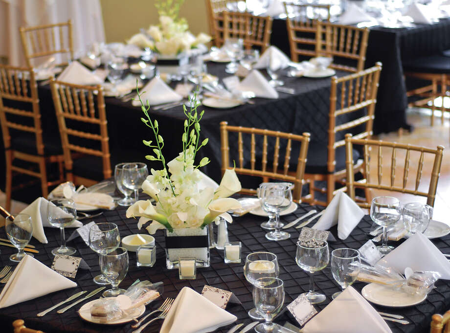 Forego the burlap and lace. Clear vases and gold hues are all the rage now. Photo: Getty Images / (c) Anthony Rosenberg