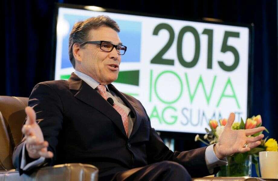 Rick Perry campaigns in Iowa. Photo: Charlie Neibergall, STF