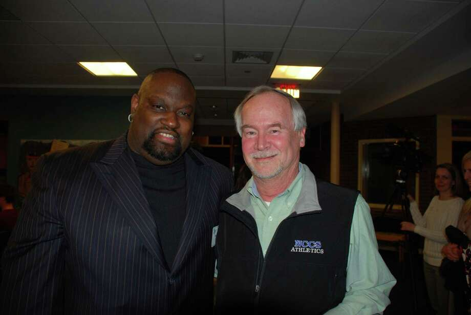 New Canaan Country School alumnus Mo Vaughn connects with Upper School teacher Tom Giggi during the ìCareers in Sportsî networking event hosted by the schoolís alumni council and athletics department on Mar.4. Photo: Contirbuted, Contributed / New Canaan News