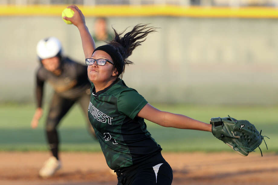 Southwest's Deja Tapia winds up for a thorw to the plate during the first inning of their District 28-6A game at East Central on March 24, 2015. Photo: Marvin Pfeiffer /San Antonio Express-News / Express-News 2015