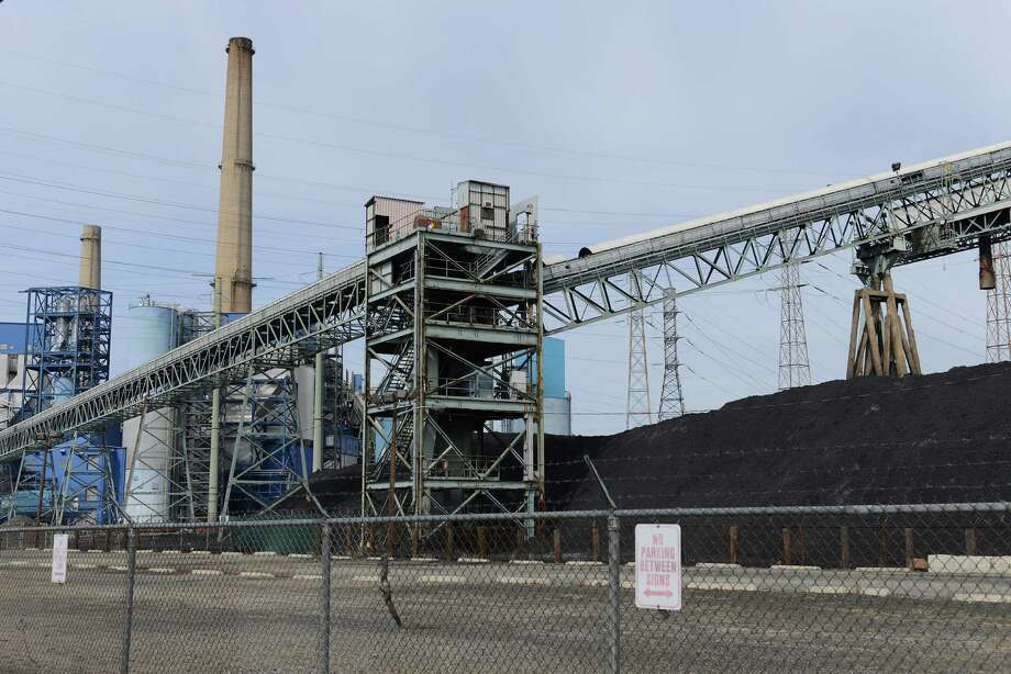 This PSEG power plant in Jersey City, N.J., has cut mercury emissions because of a state law. Photo: Michael Karas / Associated Press / Northjersey.com