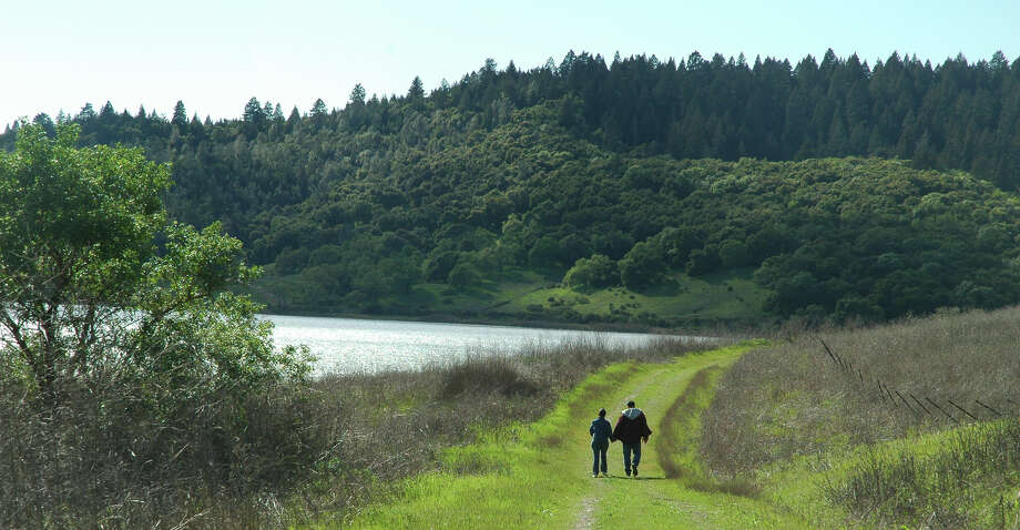 The Shoreline Fire Road runs alongside Lake Hennessey in Napa County. New Moore Creek Park offers additional trails. Photo: John Woodbury / John Woodbury / ONLINE_YES