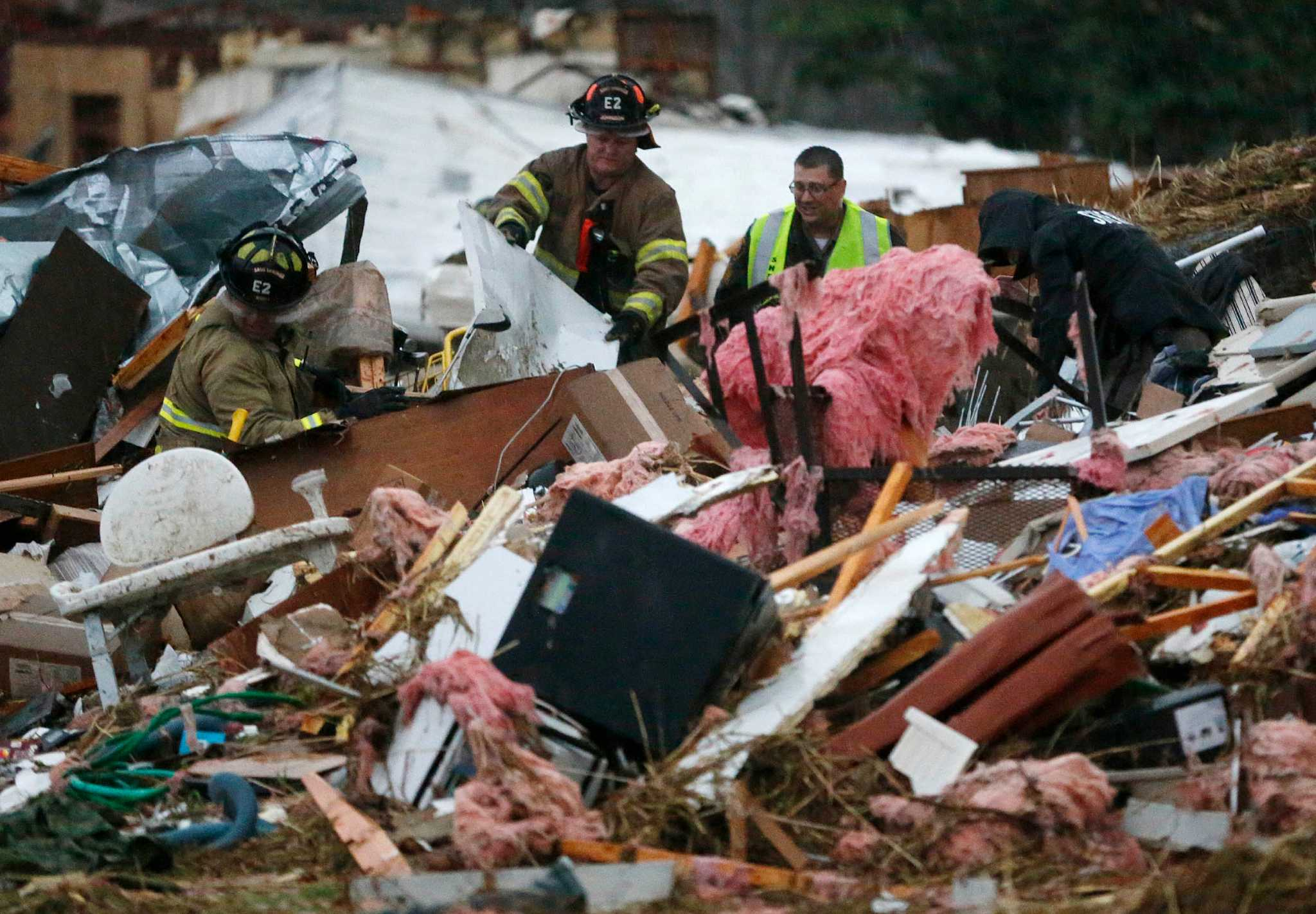 tornado dead body pictures - 962×668