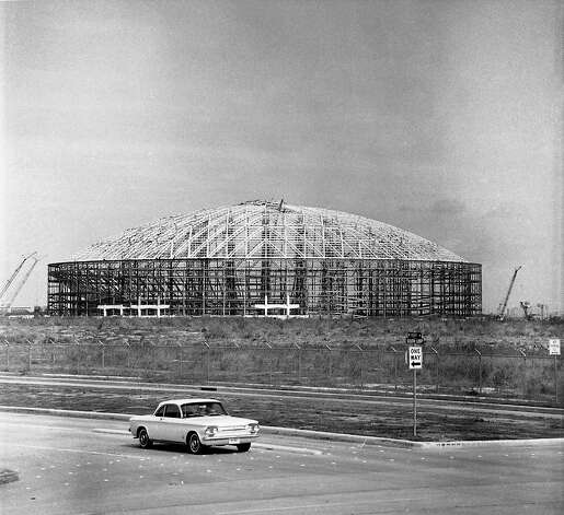 Astrodome construction, 1964 photographed from Kirby and the South Loop. Photo: Houston Post / Houston Chronicle
