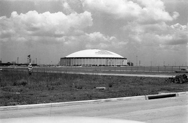 Work on painting Astrodome skylights, May 1965. Photo: Houston Post / Houston Chronicle