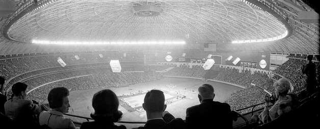 UH vs. UCLA, Jan. 20, 1968, inside the Astrodome. Photo: Houston Post / Houston Chronicle