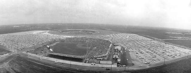 Looking south over Colt Stadium with Astrodome site behind it. Early 1960s. Cropped version of dome51 Photo: Houston Post / Houston Chronicle