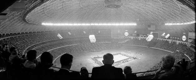 UH vs. UCLA inside the Astrodome, Jan. 20, 1968. Photo: Houston Post / Houston Chronicle