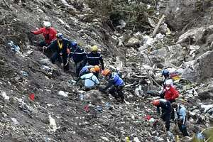Co-pilot deliberately crashed plane in Alps; families ask why - Photo